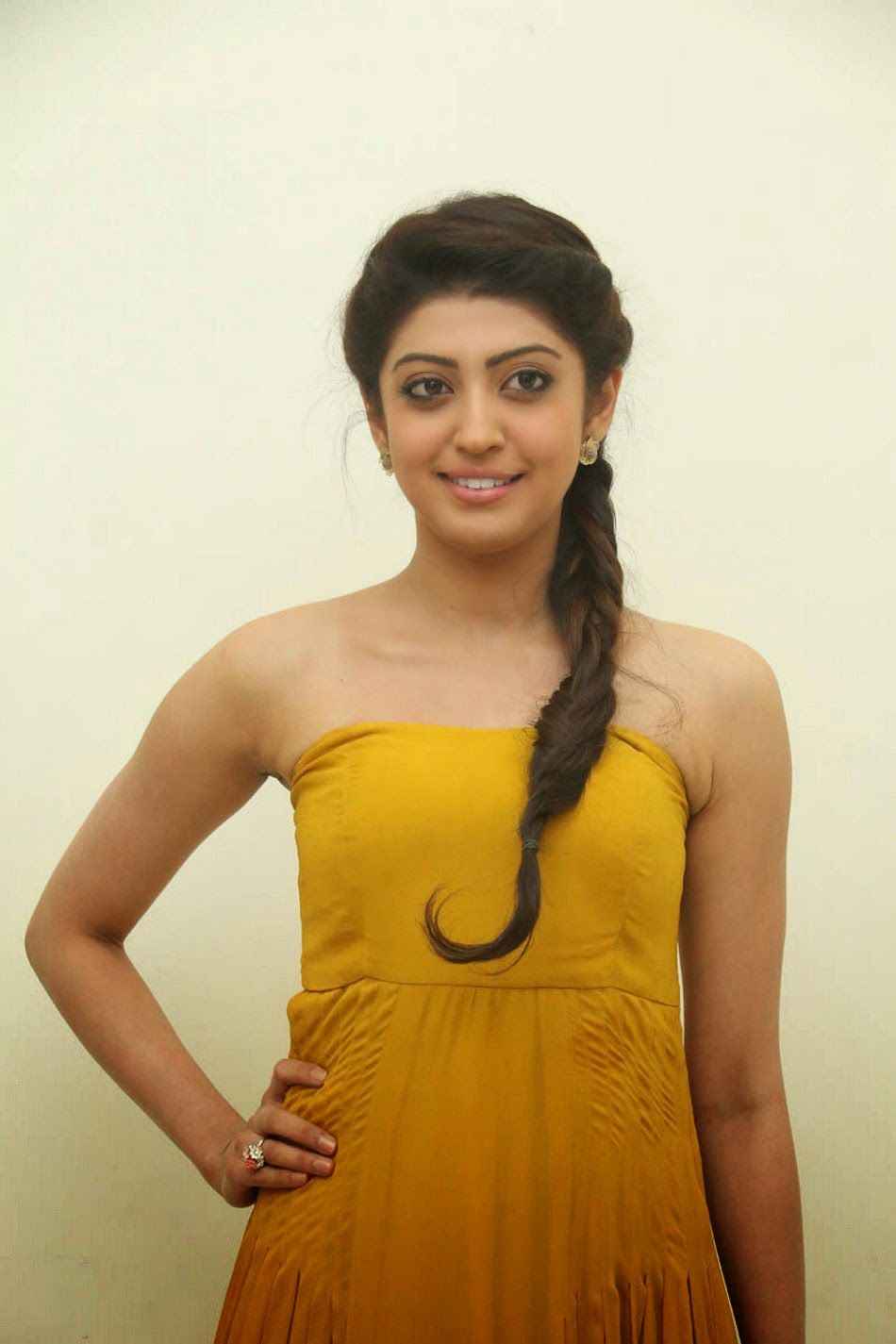 heroine actress pranitha new hot stills photos images ~ hd
