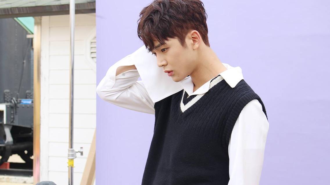 AOAs Seolhyun reveals more hot pics for G Market, check
