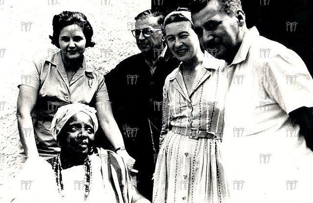 Zélia Gattai Amado, Jean Paul Sartre, Simone de Beauvoir, Jorge Amado e  Mãe Senhora  no Axé do Opô Afonja em Salvador-BA