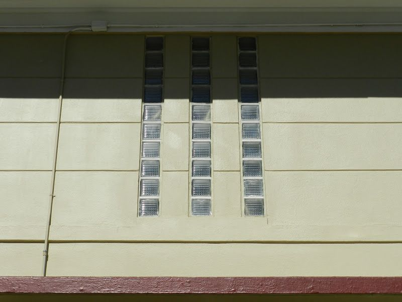 Mike's Historic Buildings: An Art Moderne Exception