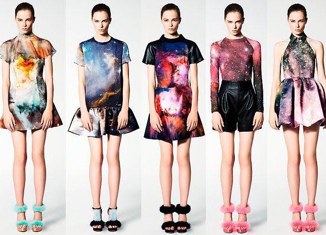 Mais uma novidade fashion, dessa vez direto do espaço sideral, as galaxy print ou estampas cósmicas como são mais conhecidas, apareceram a algumas temporadas