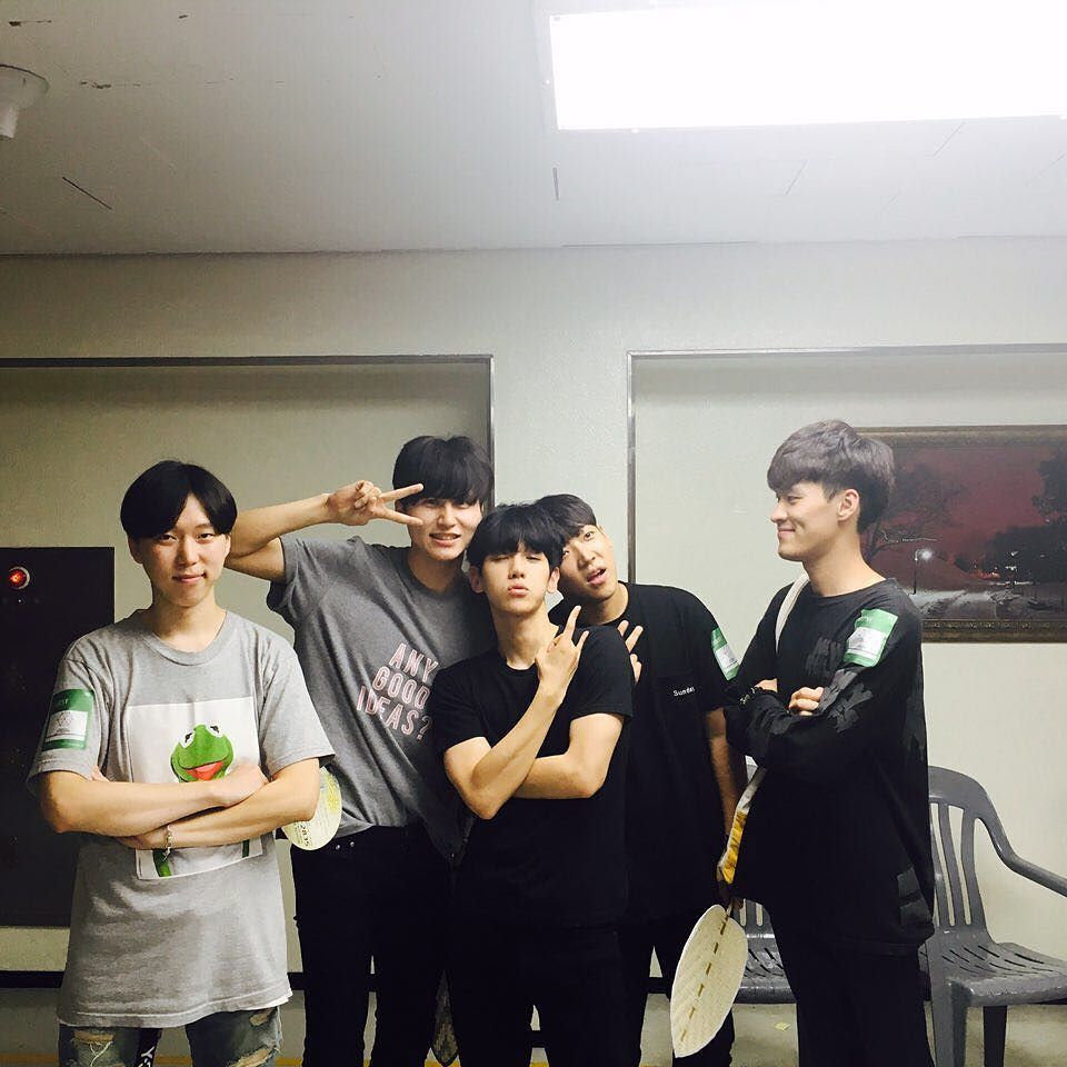 "Baek and that cool pose xD "" 160724 gil_hoon : 볼때마다 재밌고 좋다. #InstaSize #셀카 #데일리 #일상 #콘서트 """