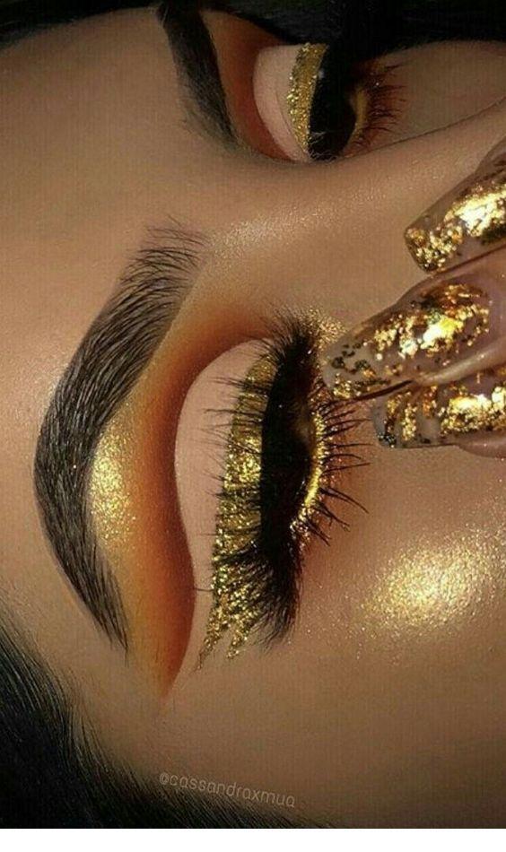 Gold makeup, glitter on nails #goldmakeup