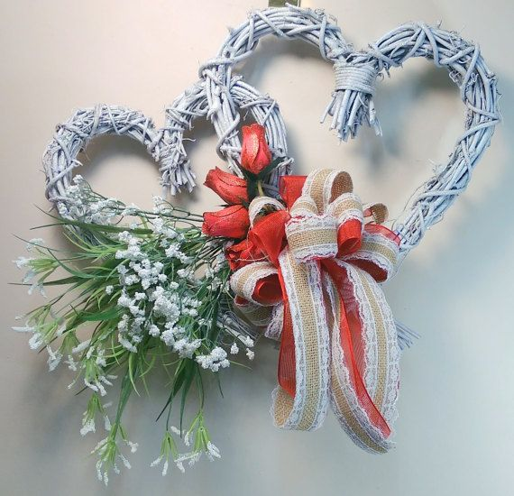 This Stunning Double Heart Grapevine Wreath Has Been Painted White And Then Sprinkled With Sparkly White Valentine Wreath Valentine Day Wreaths Willow Wreath