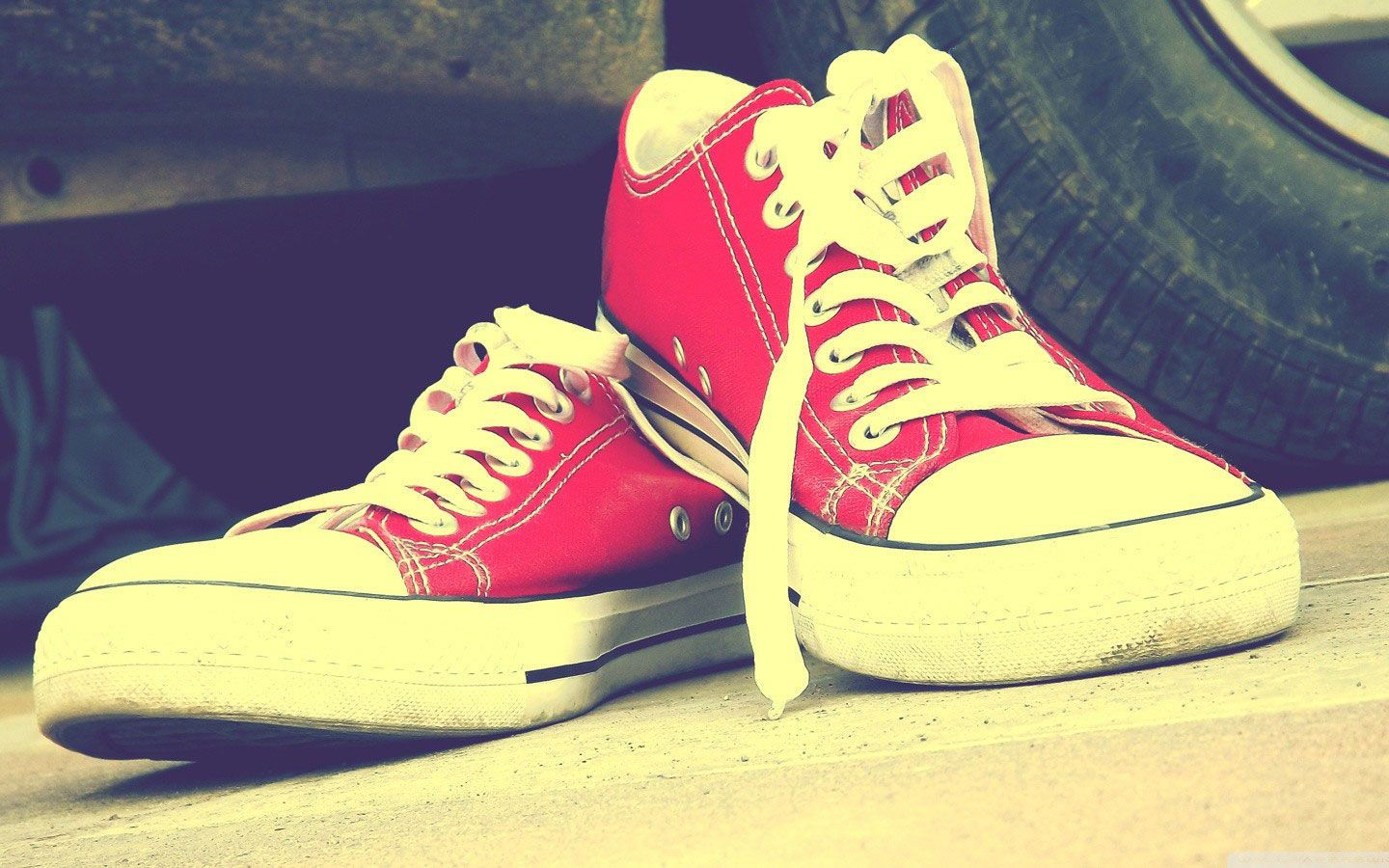 Red converse shoes, Shoes wallpaper