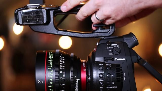 Canon C100 meets Audi R8 (pictureline First Look