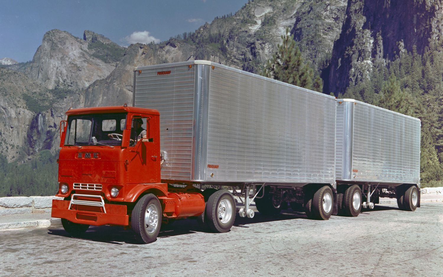 Old GMC Cabover Trucks | 1961 Gmc Coe Truck Tractor/ Hails From: Windsor ONT. ca. Going west !!! (This is called a cracker-box-cab)