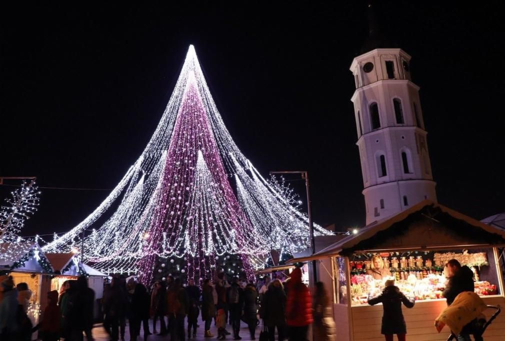 The spectacular Christmas tree in Vilnius - Does it get more
