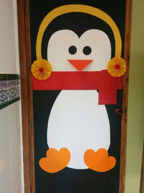 Puerta decorada de ping ino penguin door decoration for Como decorar una puerta en navidad
