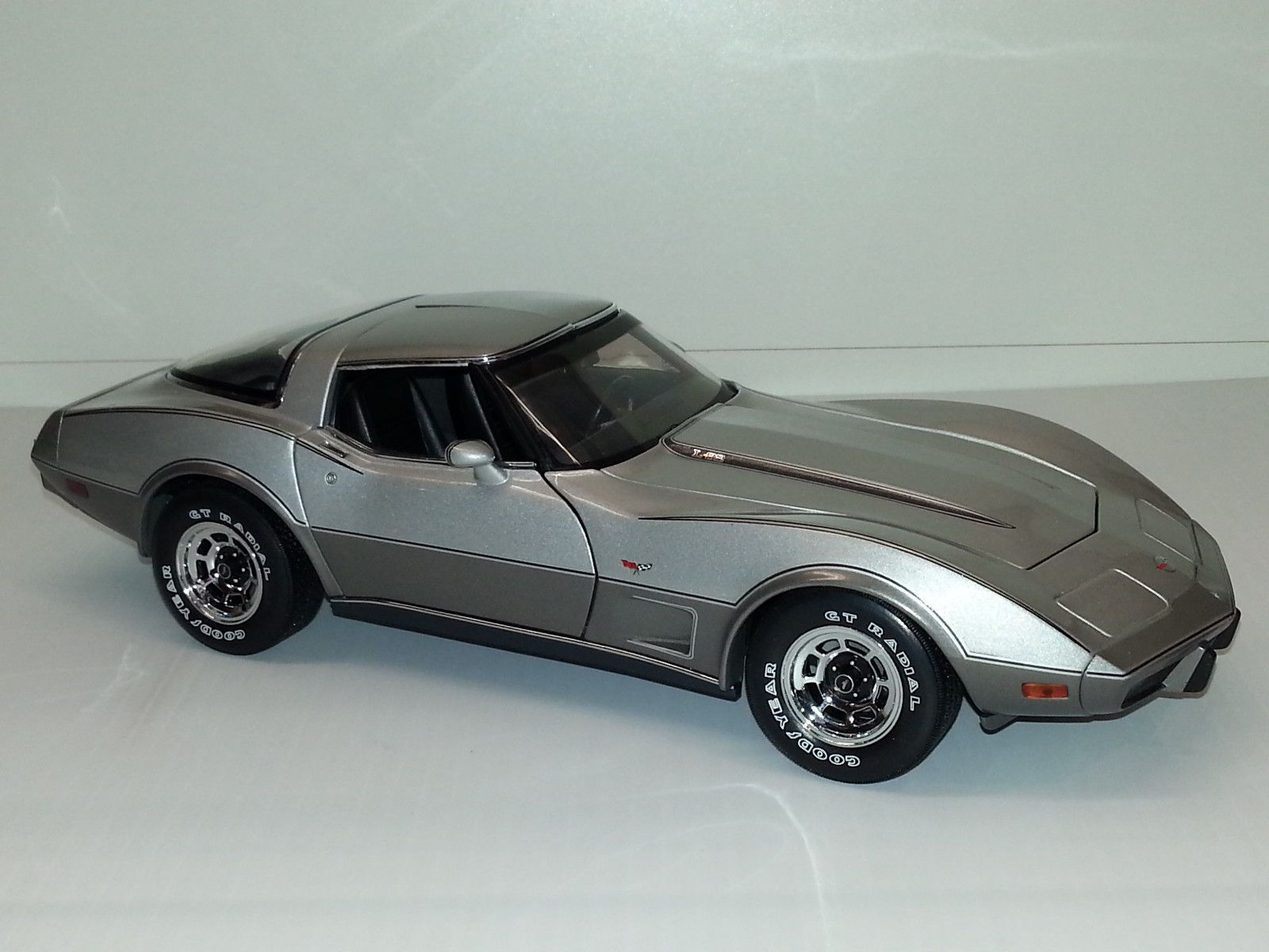 1 18 by ut 1978 chevrolet corvette 25th anniversary edition two tone silver rare ebay
