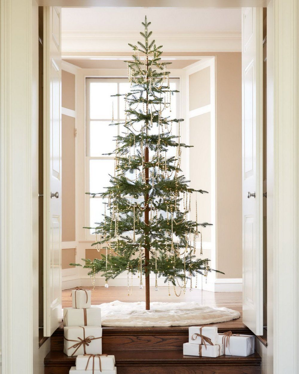 Our Rustic Alpine Balsam Fir Takes Inspiration From Beautiful Mountain Evergreens Spar Balsam Fir Christmas Tree Fir Christmas Tree Balsam Hill Christmas Tree