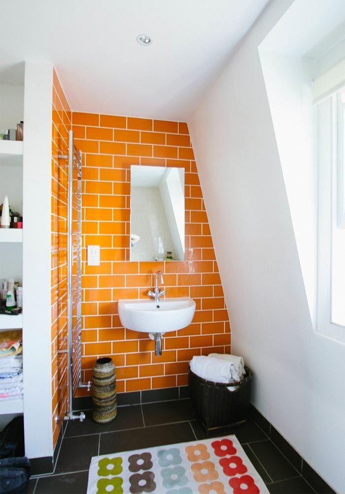Un Si Rotundo A Los Banos De Color Naranja Orange Bathrooms Yes