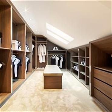 Grand dressing sous combles bois massif dressing pinterest dressing sous combles grand for Idee d amenagement de combles