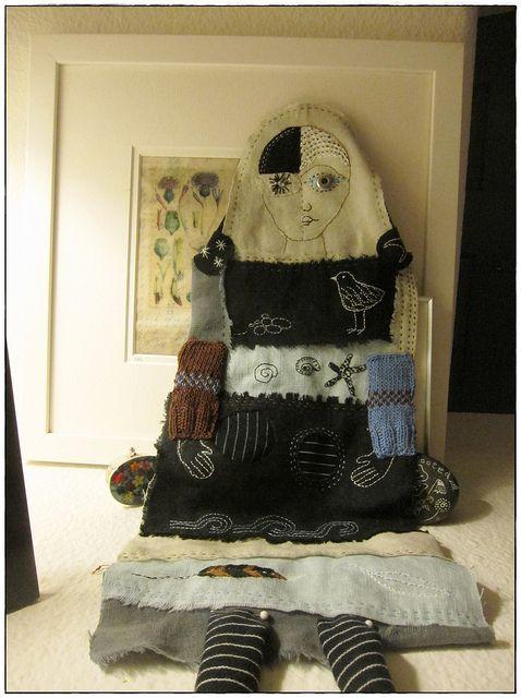 Más tamaños | GAIA art doll, via Flickr.