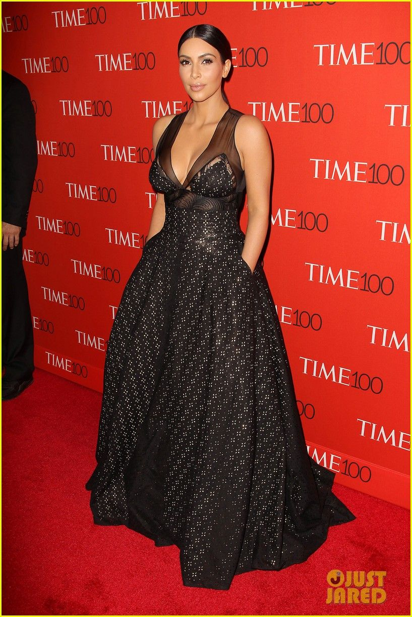 4914a3f7875 kim kardashian kanye west get pranked by amy schumer on red carpet 08 Amy  Schumer crawls in front of Kim Kardashian and Kanye West on the red carpet  at the ...