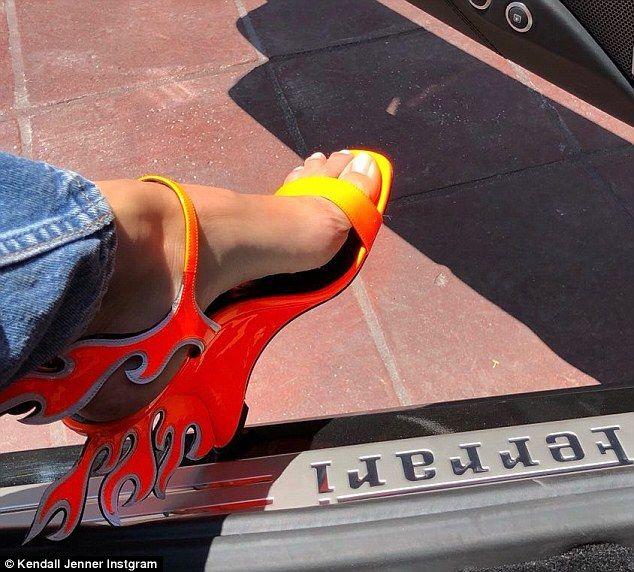 Kendall Jenner flaunts $1100 Prada