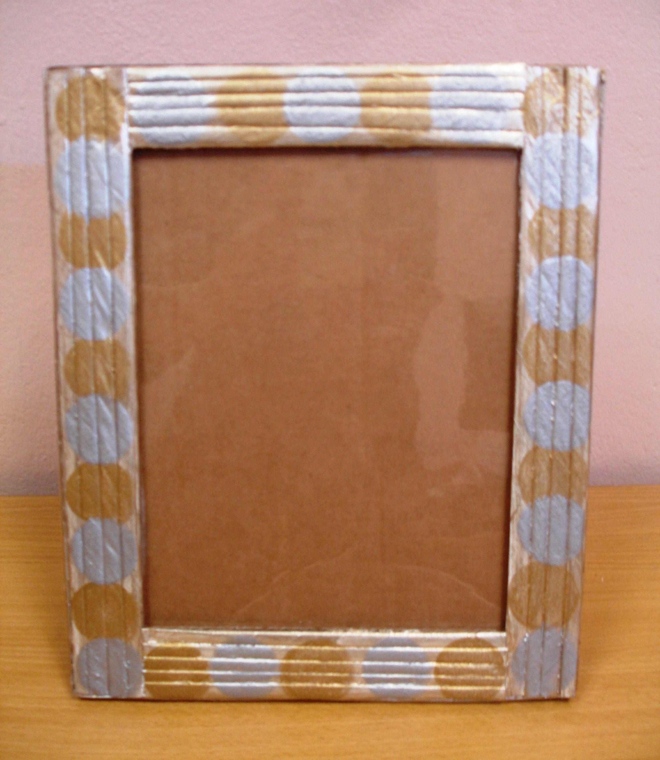 Portaretratos de carton reciclado portaretratos reciclados con cart 243 n peri 243 dico y foamy - Marcos economicos ...