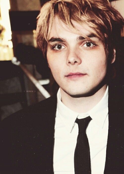 Gerard Way Blonde Hair With Images Gerard Way My Chemical
