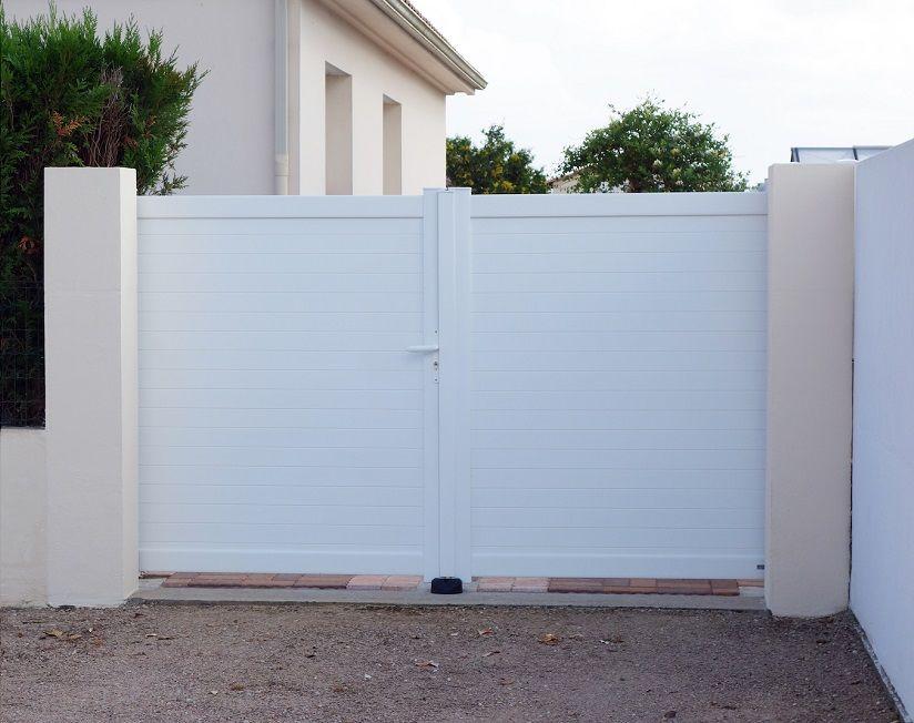 Portail Aluminium Battant Mimizan Pose En Applique Derriere Les Piliers Blanc Portail Aluminium Battant Portail Aluminium Portail