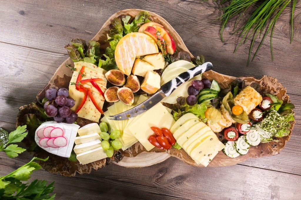 Eine Schon Angerichtete Kaseplatte Ist Meist Nicht Nur Kulinarischer Sondern Auch Optischer Hohepunkt Eine Kaseplatte Anrichten Kulinarisch Lebensmittel Essen