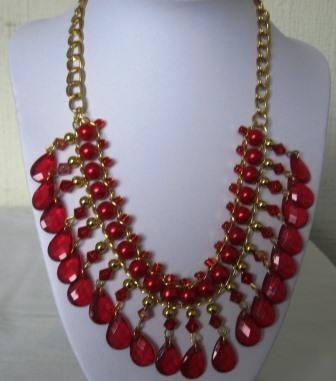 collar rojo dorado $ 9.900