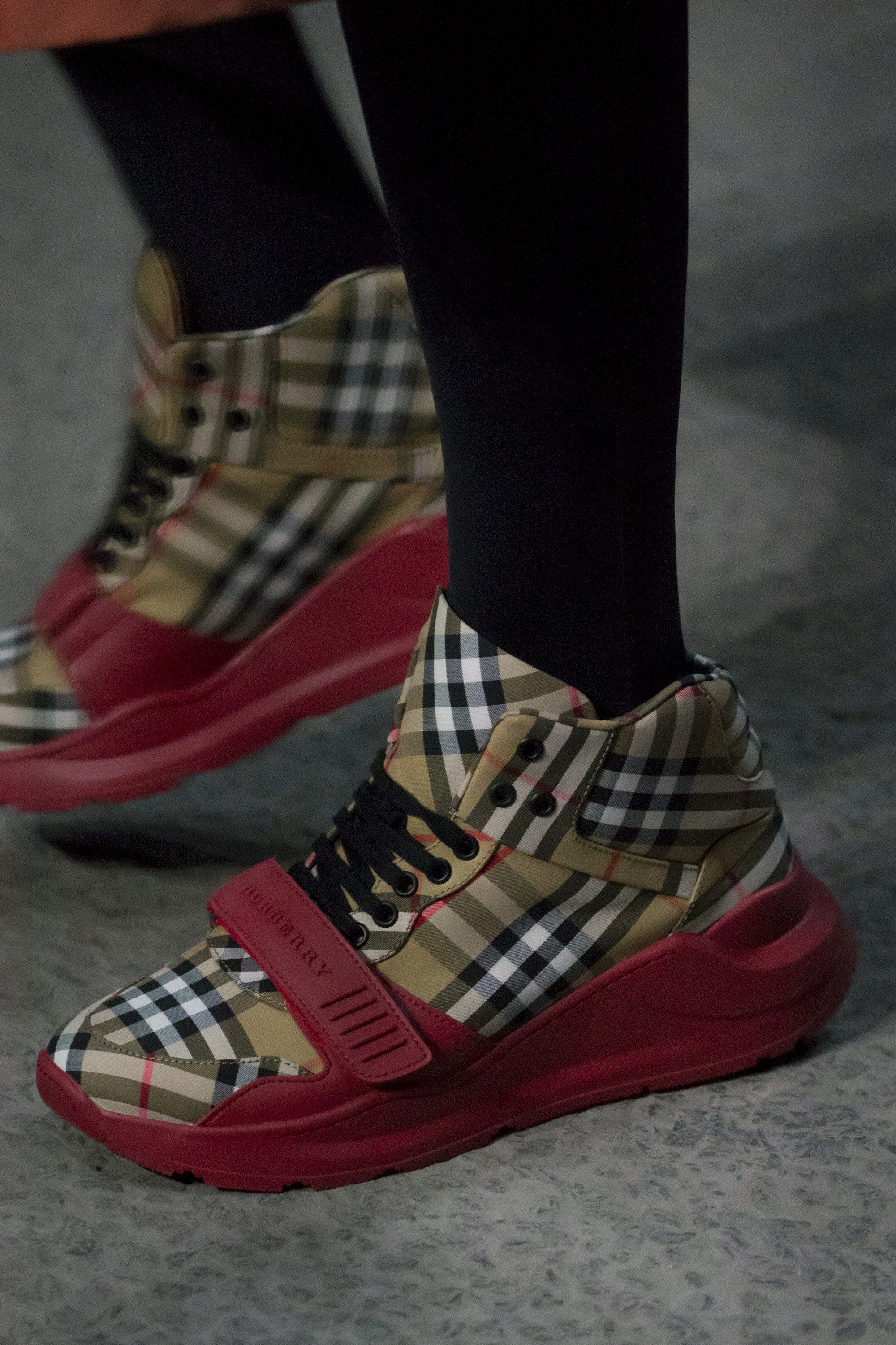4b17f7c818c3 Burberry Spring 2018 Ready-to-Wear Collection - Vogue