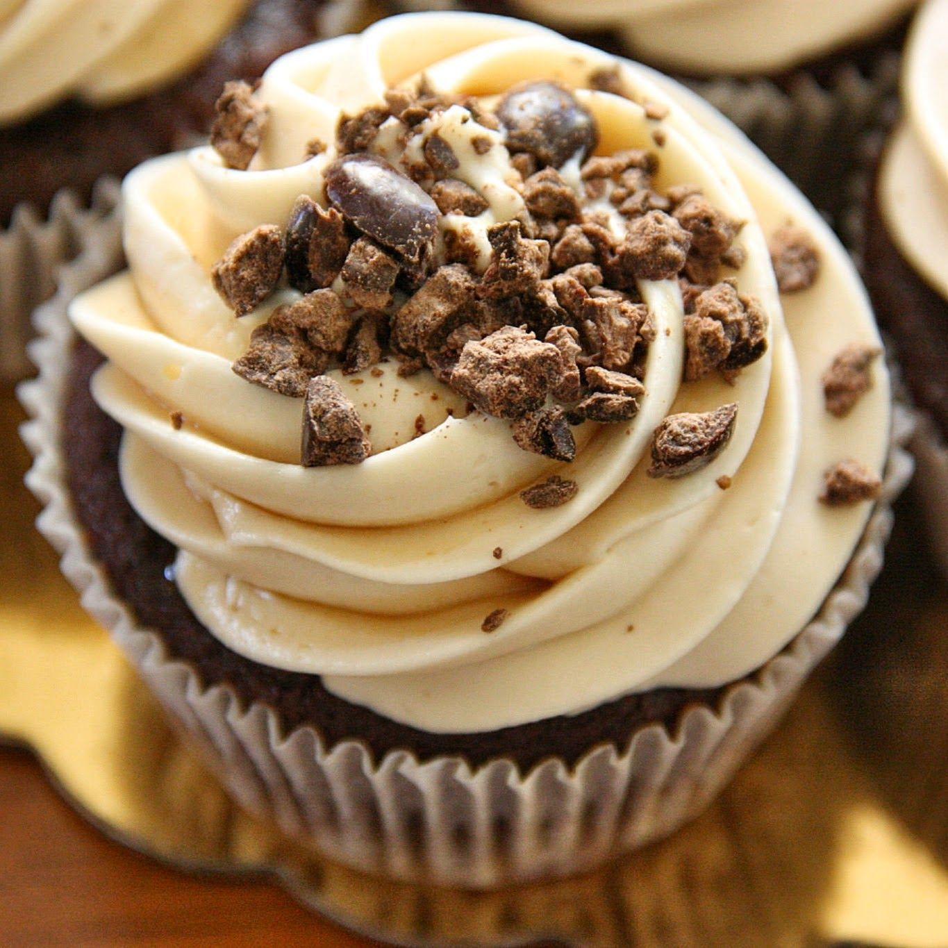 Art of Dessert: Chocolate Espresso Cupcakes with Kahlua Cream Cheese Frosting