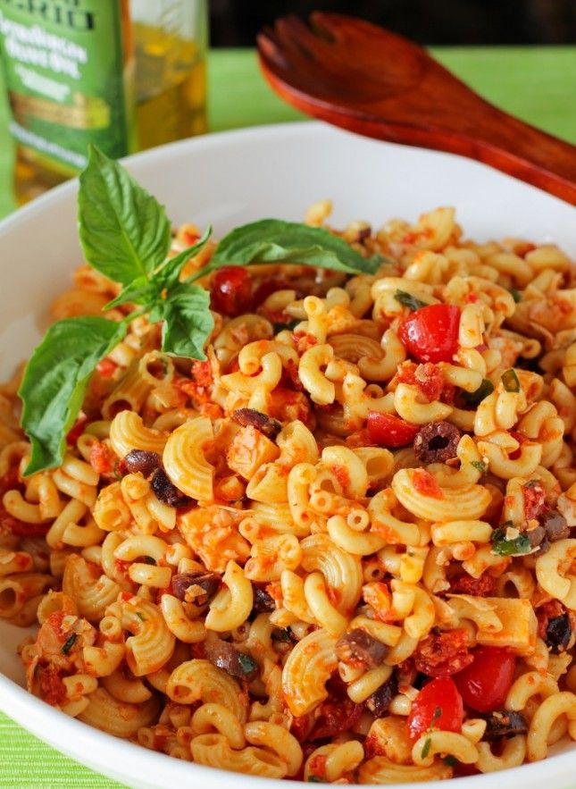 Add this Sundried Tomato Pasta Salad to your to-make list.