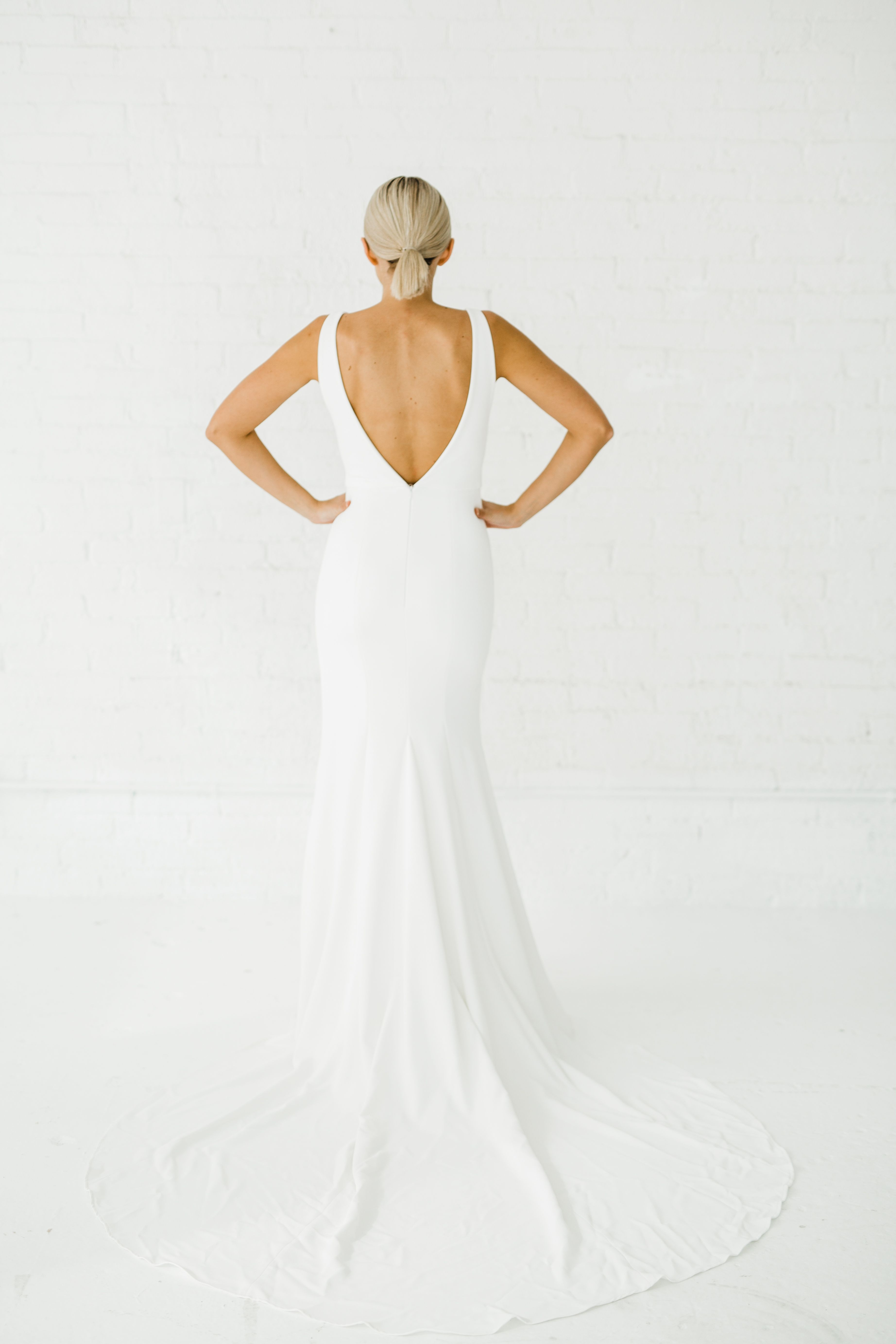 Maven Alyssa Kristin Chicago Wedding Dress Designer Agnes Rasek Photography Fitted Wedding Dress Wedding Dresses Simple Wedding Dresses Chicago