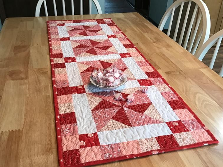 566 Peppermint Pinwheels Table Runner With Images Quilted