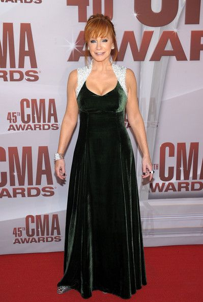 b76c4f245e Reba McEntire in green velvet with beaded shoulders at 2011 CMAs