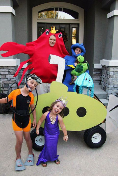139831c5a13 21 Easy Group Costume Ideas for Families Who Love Halloween ...
