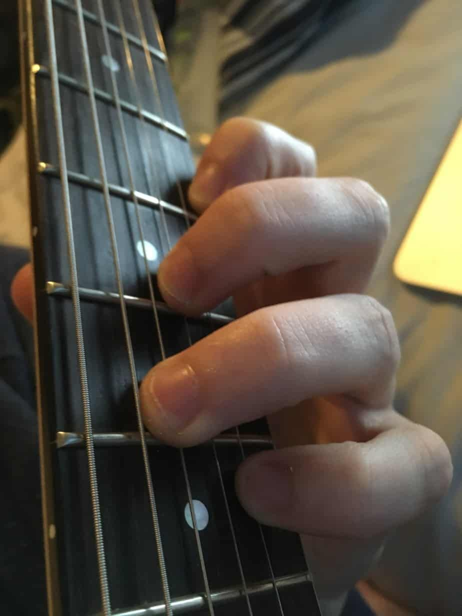 how to play b flat chord on guitar