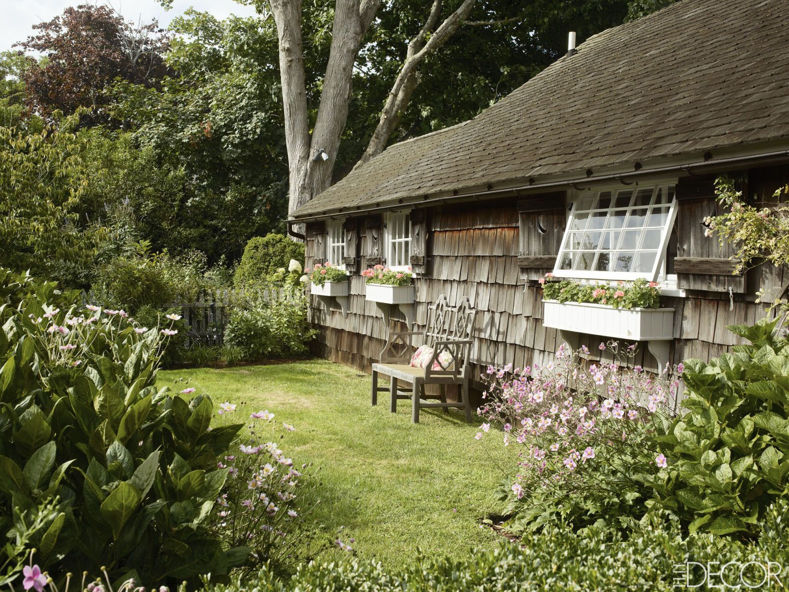 inside a perfectly charming cottage in new york old cottages rh pinterest com