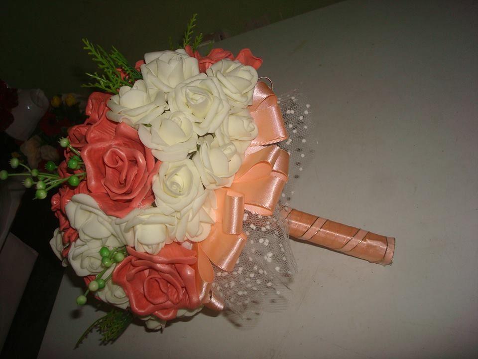 Buquê de noiva cor salmão com branco