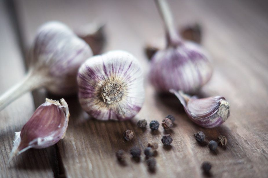 d80a9d73958c043bdcdd798e68ed7686 - How To Get Rid Of Garlic Smell In Container