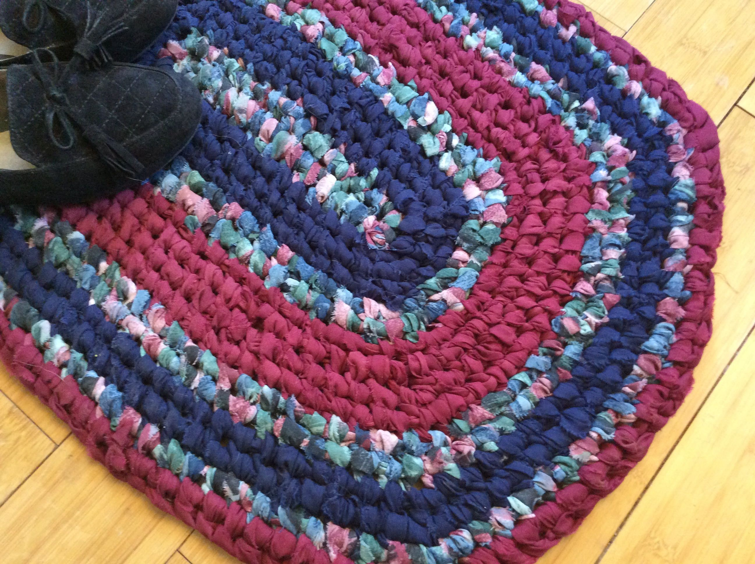 Navy Wine Oval Rag Rug With A Printed Fabric Of Hunter Green Machine Washable 25 X 18 Toothbrush Knotted Not Crochet