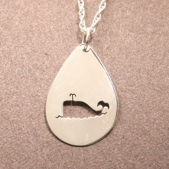 Halskette mit süßem Wal