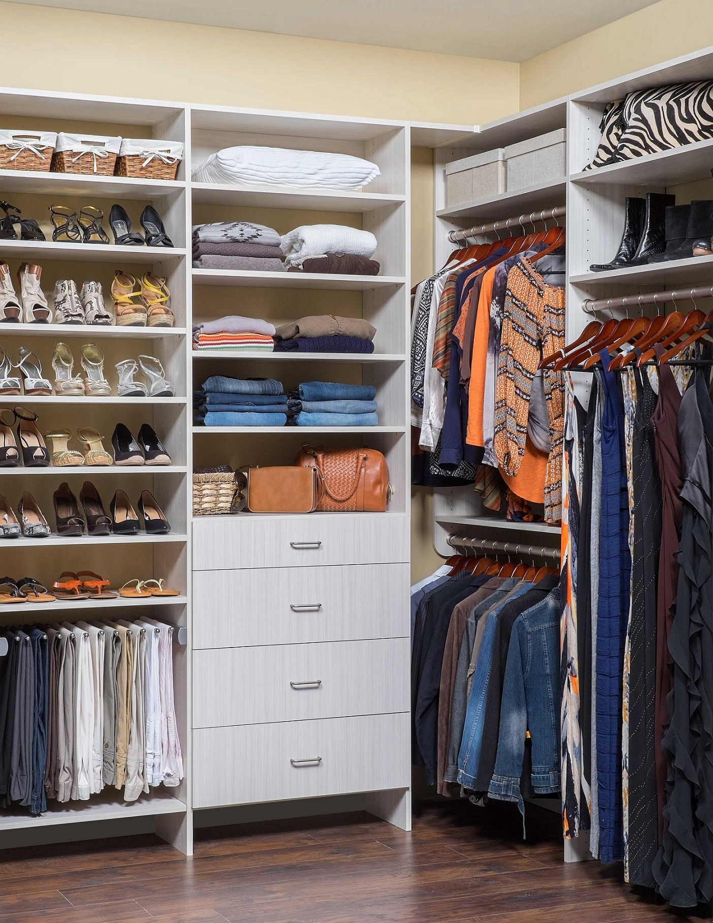 Cute small walk in closet ideas for women closets - Small closet design layout ...