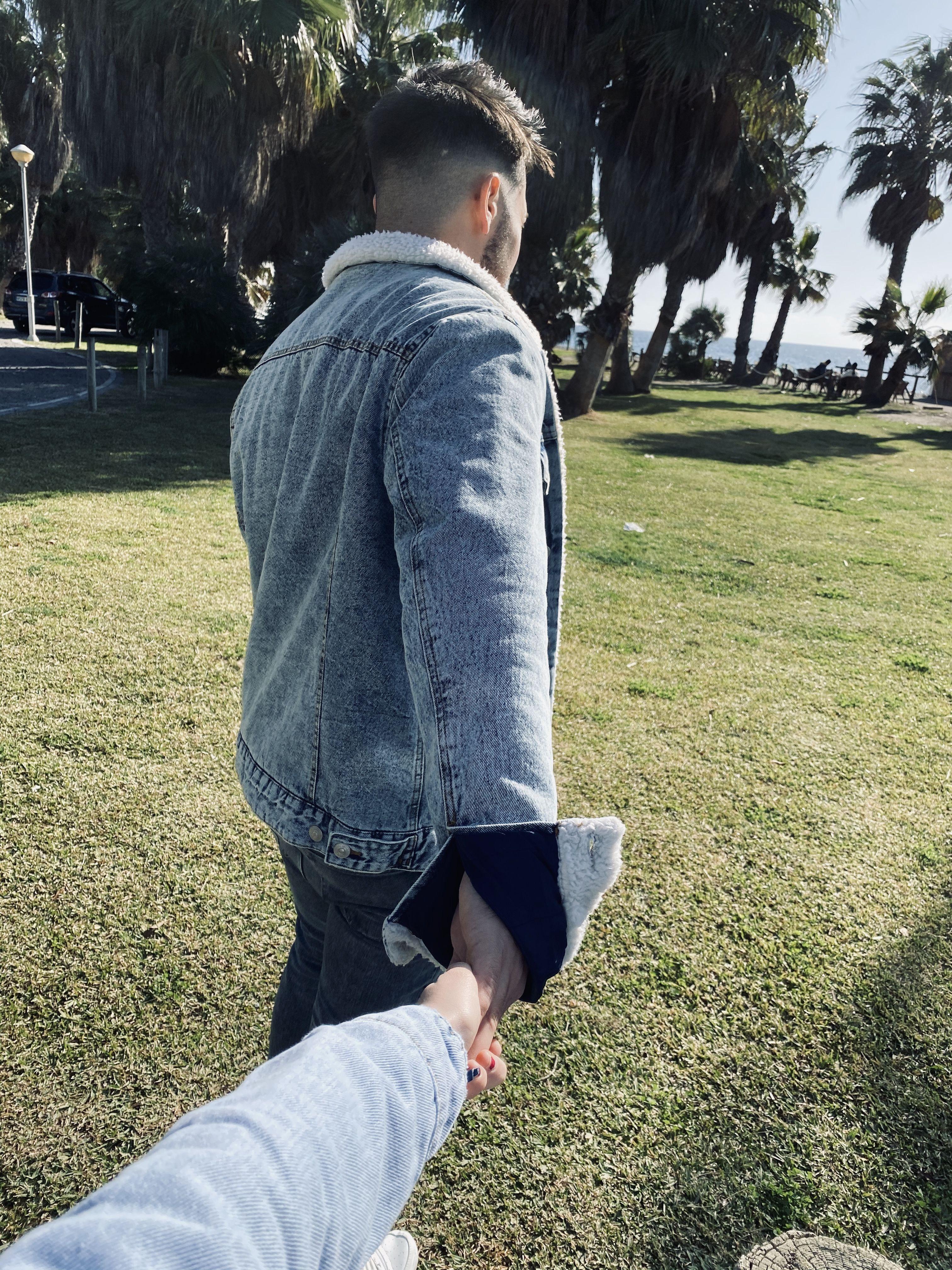 🧔🏻¿Te puedo pedir una última cosa? 👩🏼🦰Dime  🧔🏻Dame la mano, y no me sueltes.   #GenteQueAmaLoQueHac...