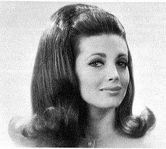 nice 1960 hair loved this flip - Marlo Thomas and Mary Tyler Moore ...