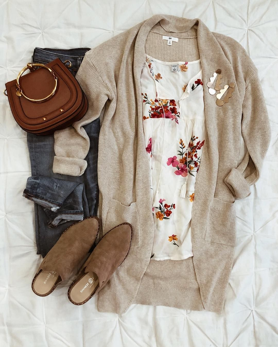 """Sara Oberton on Instagram: """"Today's #ootd for traveling to Rapid City SD for my cousins wedding. Cooler temps...here I come! Find all of my looks by following me on…"""" #stitchfix"""