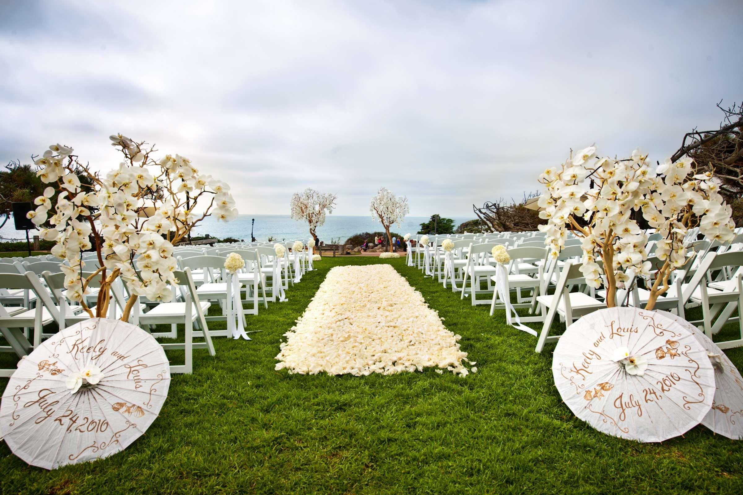 WHITE WEDDING PARASOLS| WEDDING DECOR - outside wedding - walk on ...