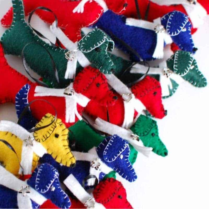 81 Festive Felt DIY Christmas Ornaments... #feltcreations