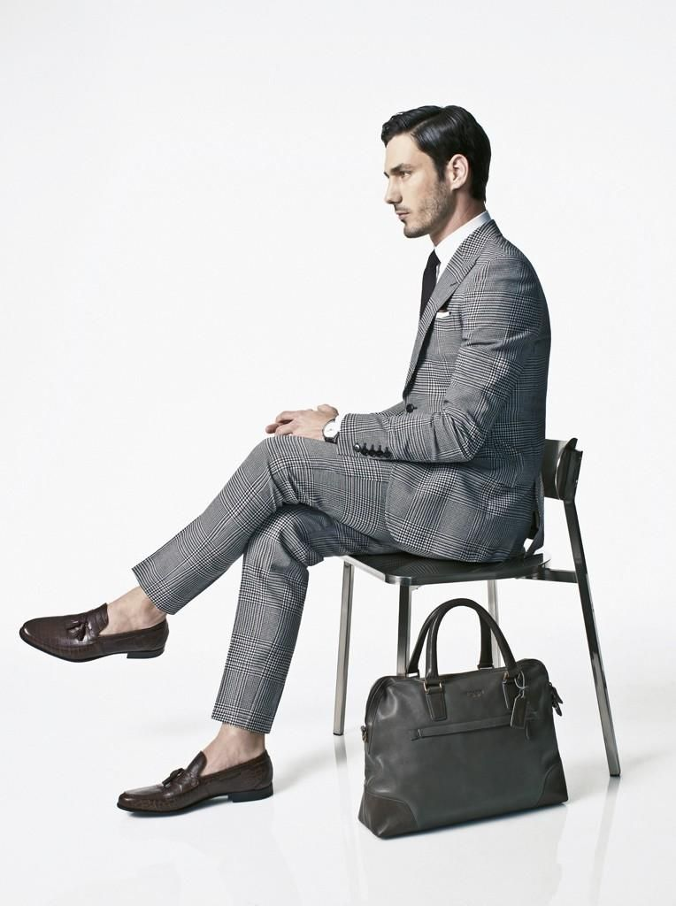 stijlvol; man in pak en tas | bag | fashion, mens suits, gents fashion