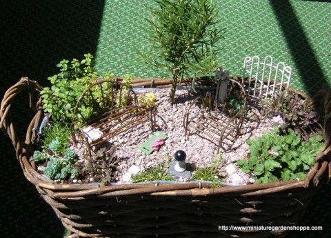 he encontrado estos jardines en miniatura increibles son pequeas escenas miniaturas que parecen jardines reales es una forma de decoracin realmente - Jardines En Miniatura