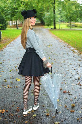 9652677dad Un jersey con cuello circular gris y una falda skater negra son una gran  fórmula de vestimenta para tener en tu clóset. Zapatillas plateadas añaden  un toque ...