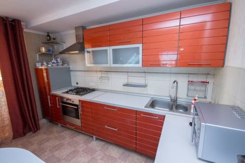 Apartment Na Moskovskoy 115a Saransk Located in Saransk, this air-conditioned apartment features a balcony. Free WiFi is available throughout the property.  The kitchen features an oven and a microwave, as well as a kettle. A flat-screen TV is provided.