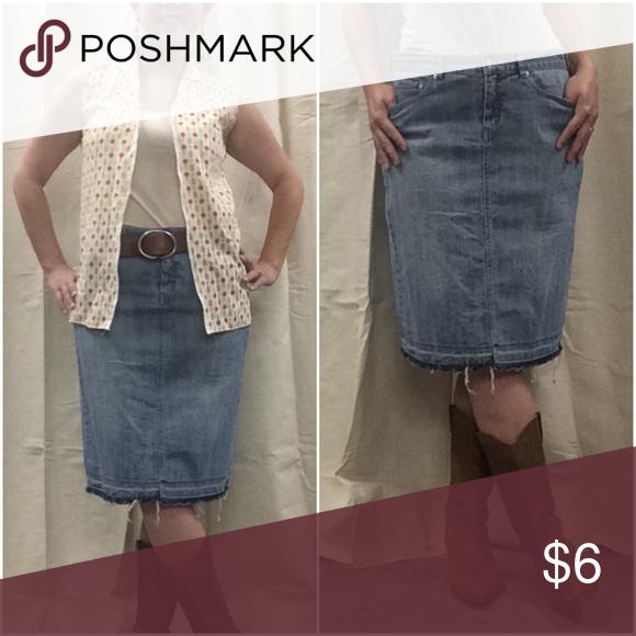 Daisy Fuentes frayed hem Denim Skirt size 1032 inch waist 23 inches in Daisy Fuentes Skirts Midi