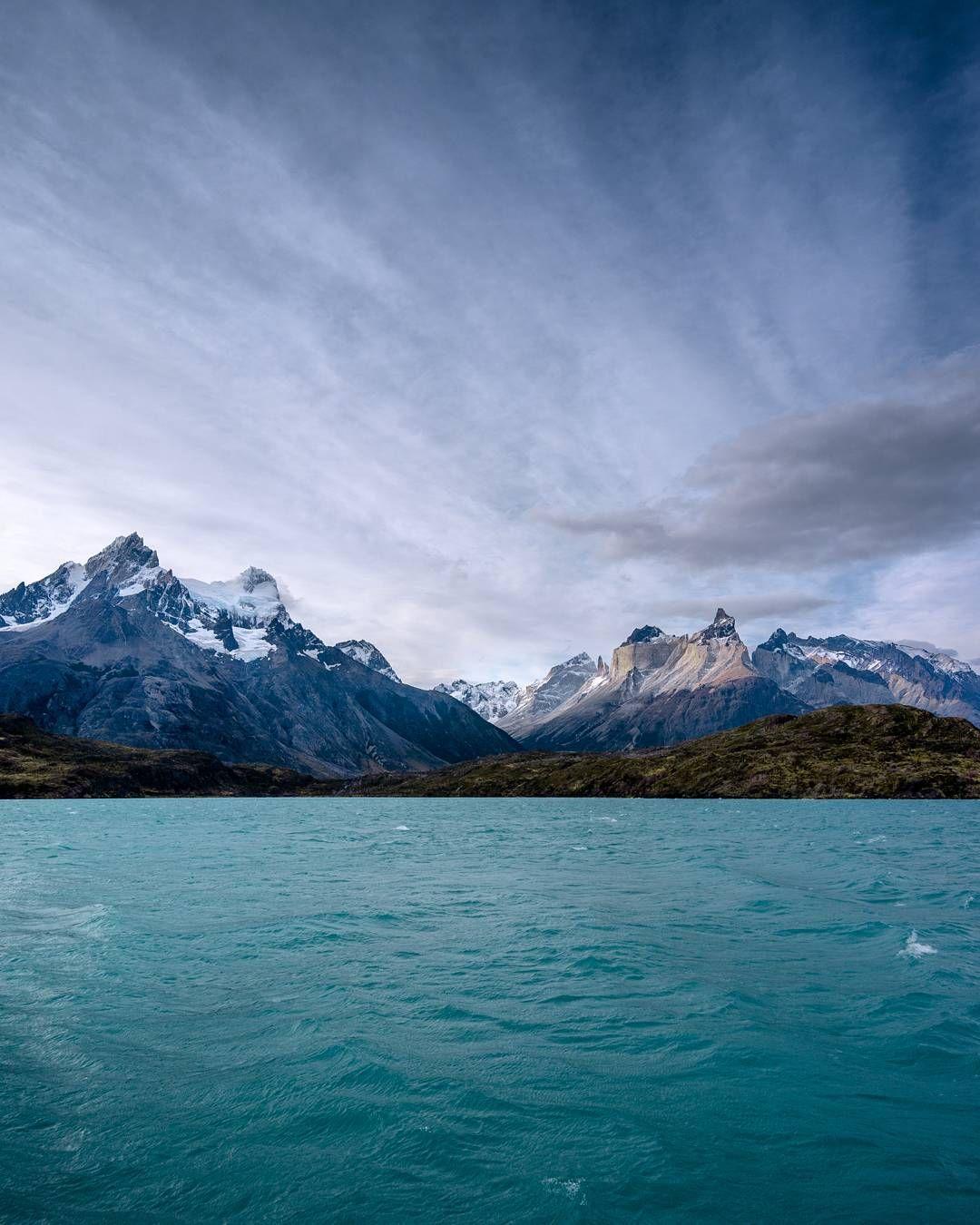 Finalizando o trekking de 4 dias no circuito W em Torres del Paine! Foram 80km de caminhada em cenário que faz tudo valer a pena... faria tudo de novo! . . . . #doisdemochila #patagonia #chile #torresdelpaine by bianchithiago